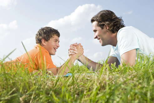 Father and son arm wrestling - LDF00548