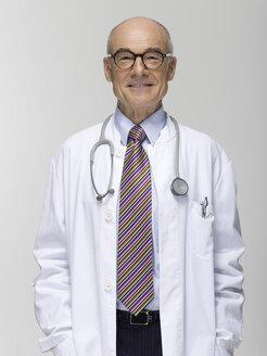 Senior male doctor, portrait - WESTF06367