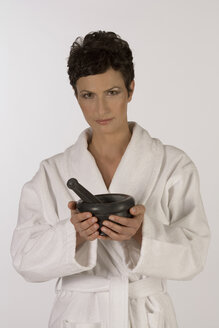 Woman with pestle and mortar, portrait - RRF00052