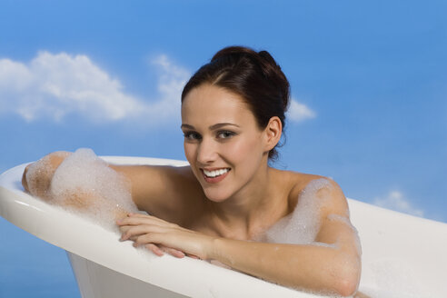 Young woman taking bubble bath - RRF00013