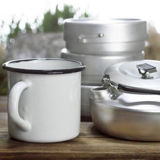 Mug and jug, close-up - CHK00768