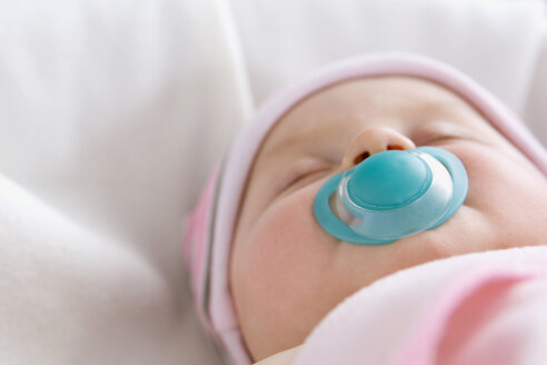 Baby boy (6-9 months) sleeping with pacifer, close-up - SMOF00107