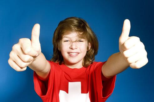 Boy (8-9), thumbs up - SEF00018