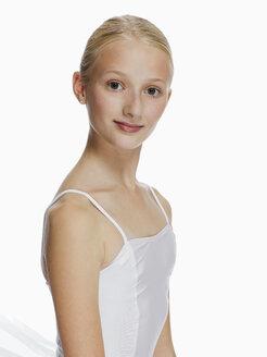 Young ballerina (14-15), portrait - KMF01170