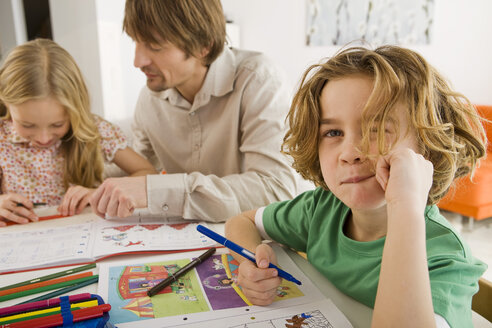 Father and children doing homework - WESTF07312
