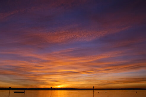 Germany, Immenstaad, Evening sky with afterglow - SMF00310