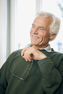 Senior man, smiling, portrait - HKF00175