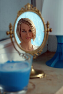 Blonde woman, portrait - DKF00135