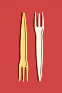 Plastic forks, elevated view - MUF00290