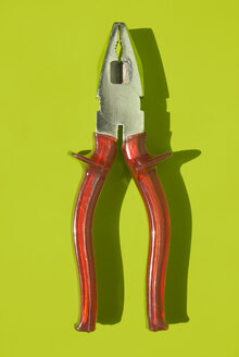 Pliers, elevated view - MUF00287