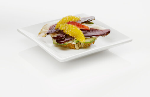 Sandwich with duck breast and orange slices - KMF01223