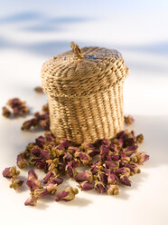 Bast basket and dried rose petals - KSWF00098