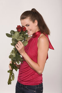 Young woman holding a bouquet of roses - RDF00790