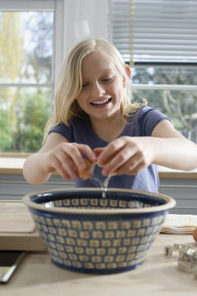 Girl (8-9) in the kitchen, smiling, portrait - WESTF08300