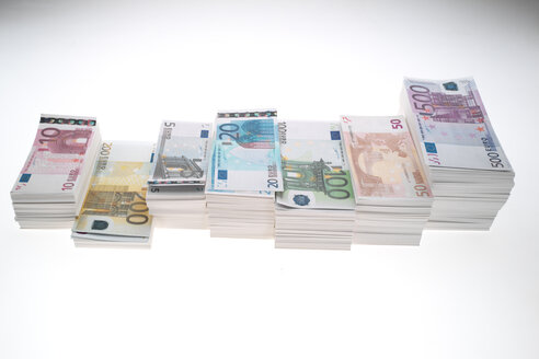 Stack of Euro banknotes, lined up, close up - NLF00011