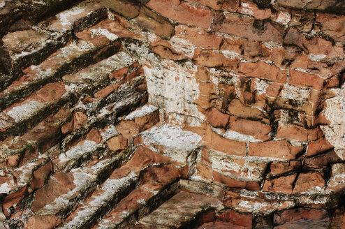 Old brick wall, close-up - 00433LR-U