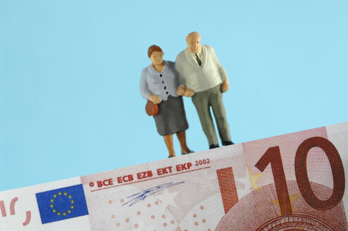 Plastic figurines standing on banknote - ASF03667