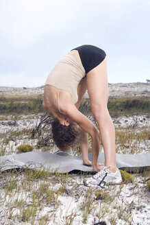 South Africa, Cape Town, Young woman exercising yoga - ABF00303