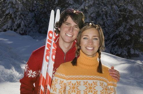 Austria, Salzburger Land, Altenmarkt- Zauchensee, Young couple smiling, portrait - HH02513