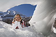 Austria, Salzburger Land, Altenmarkt- Zauchensee, Young woman in snow - HH02492