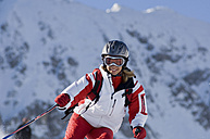 Austria, Salzburger Land, Altenmarkt- Zauchensee, Young woman skiing - HH02484