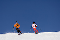 Austria, Salzburger Land, Altenmarkt- Zauchensee, Young couple skiing - HH02480