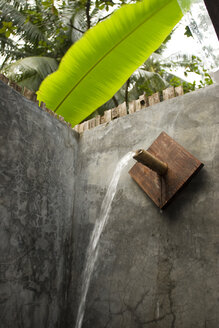 Thailand, Shower out of doors, water jet - GA00066