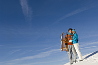 Austria, Salzburger Land, Altenmarkt-Zauchensee, Young couple embracing in snow, smiling - HH02562