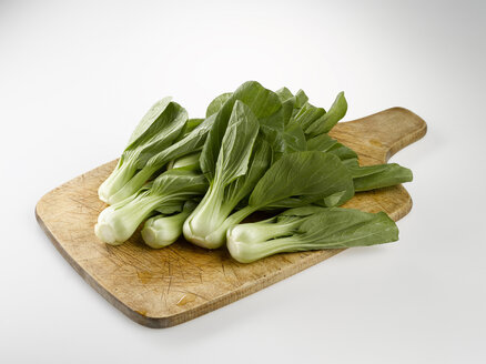 Bok choy, Chinese celery cabbage on chopping board - KSWF00170