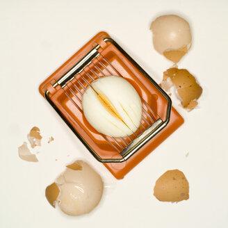 Boiled egg in egg slicer, elevated view - MUF00523