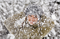 Austria, Salzburger Land, Altenmarkt, Snowfall, Young woman hands to head - HH02583