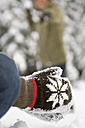 Austria, Salzburger Land, Altenmarkt, Hands in woolen gloves - HH02580
