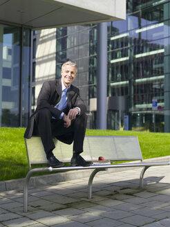 Germany, Baden-Württemberg, Stuttgart, Businessman taking a break - WEST08572