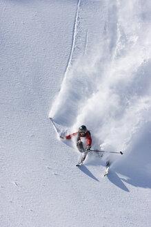 Austria, Tyrol, Zillertal, Gerlos, Freeride, Man skiing downhill - FFF00920
