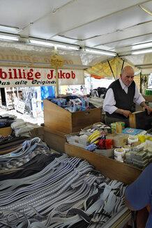Germany, Bavaria, Munich, Auer Dult, traditional market, Der billige Jakob, Cheap Jacob, Dry goods - MB00880