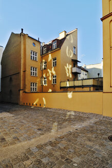 Germany, Bavaria, Munich, Light reflected in an inner courtyard - MB00862