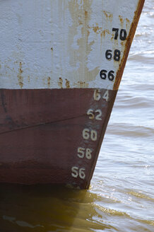 Germany, Hamburg, Container ship, Rusted hull, draft scale at the bow - THF00775