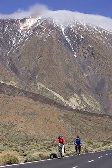 Spain, The Canary islands, Teneriffa, Couple mountain biking - DSF00197