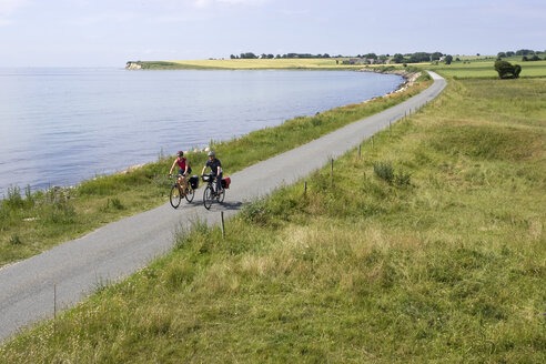 Denmark, Mountainbikers riding across coastal path - DSF00188