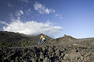 Spain, The Canary Islands, La Palma, Woman with mountain bike - DSF00128