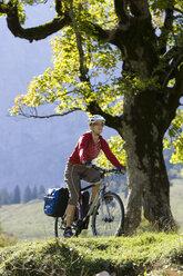 Austria, Tyrol, Ahornboden, Woman mountain biking - DSF00062