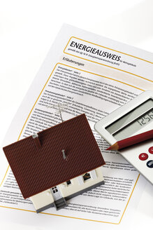 Energy pass, House and pocket calculator, elevated view - 09290CS-U