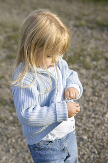 Little girl (3-4) wearing cardigan - SMOF00184