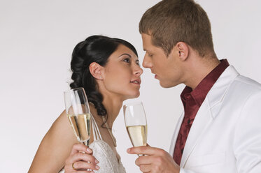 Bride and Groom with Champagne, portrait - NHF00872