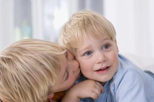 Boy (2-3 years) alongside boy (4-5) years, portrait - SMO00331