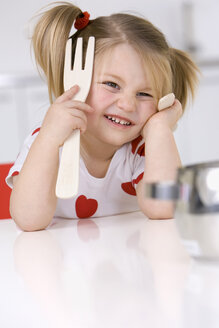 Little girl (3-4) playing with wooden cutlery - SMO00229