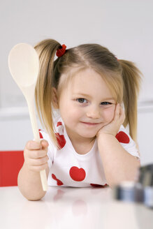 Little girl (3-4) playing with  wooden spoon - SMO00214