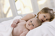 Little girl (3-4) and baby girl (7 months) - SMO00191