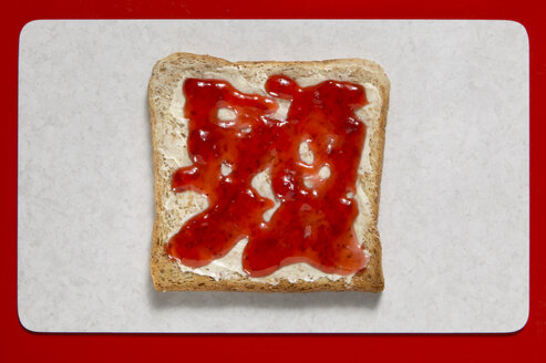 Slice of bread with jelly, elevated view - THF00937