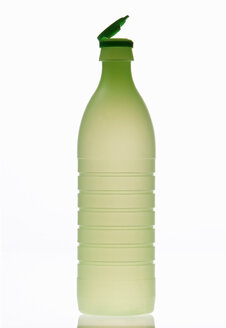 Vinegar in plastic bottle, close-up - THF00916